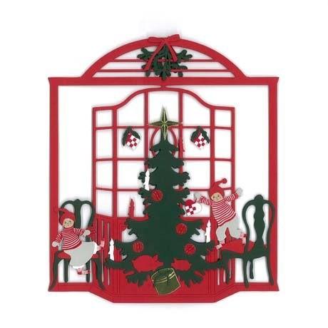 Weihnachtsfenster mit Wichteln am Tannenbaum