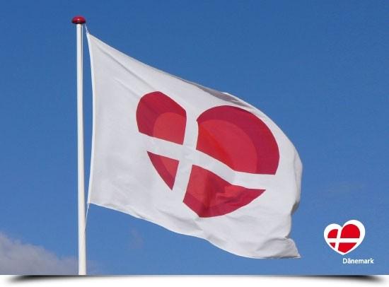 "Postkarte ""Flagge beim Hvalpsund Turistbureau"""