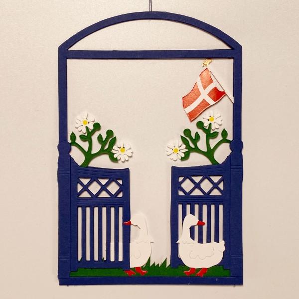 Fensterbild Gartentor mit Dannebrog blau